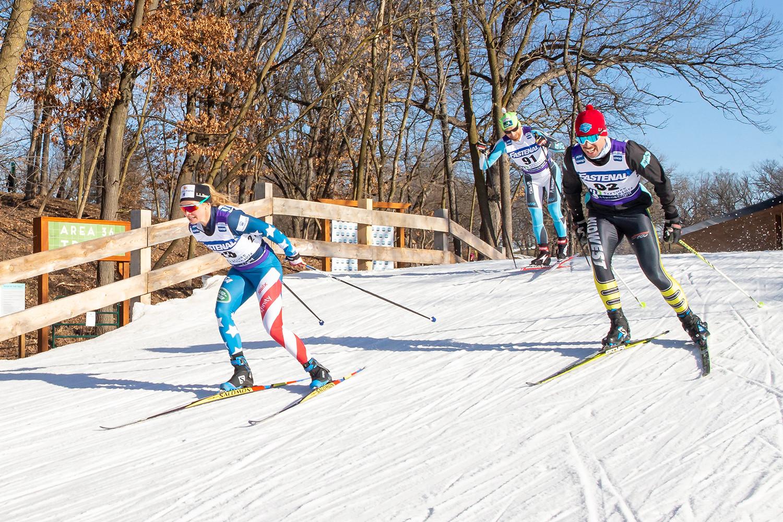 Esquiadores de fondo en el curso de la Copa Mundial de Minnesota