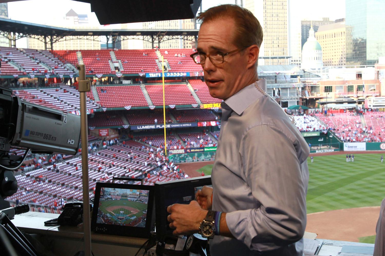 El comentarista deportivo Joe Buck haciendo llamadas de la vida cotidiana