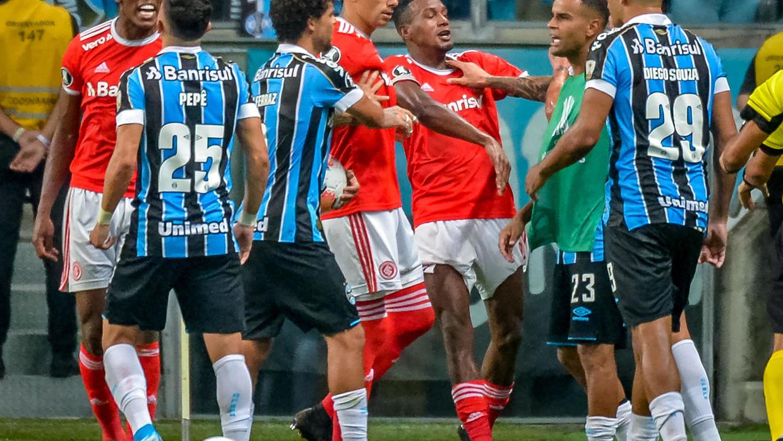 Copa Libertadores: Lucha y 8 tarjetas rojas en Porto Alegre ...
