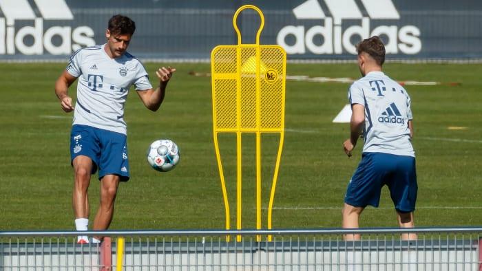 Jugadores del Bayern Munich en sesiones de entrenamiento
