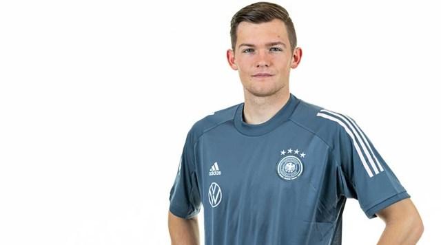 Corona golpea al primer jugador de la Bundesliga
