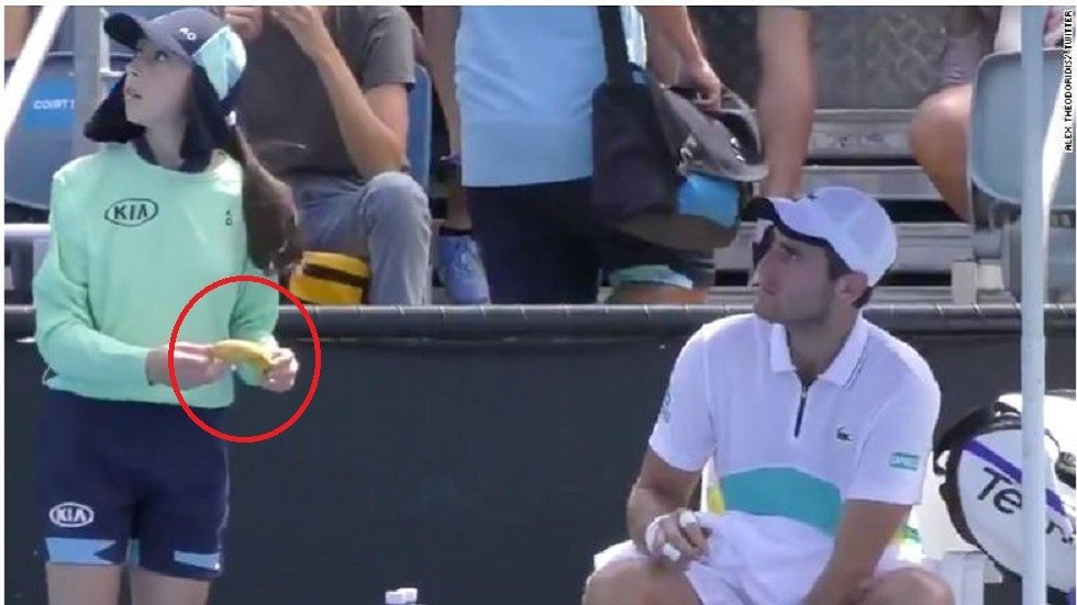 French player makes strange request to a girl in the Australian Open