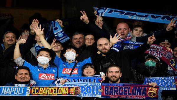 "La gente de Nápoles se enfrenta a Corona con cánticos de ""Ultras"" de ..."