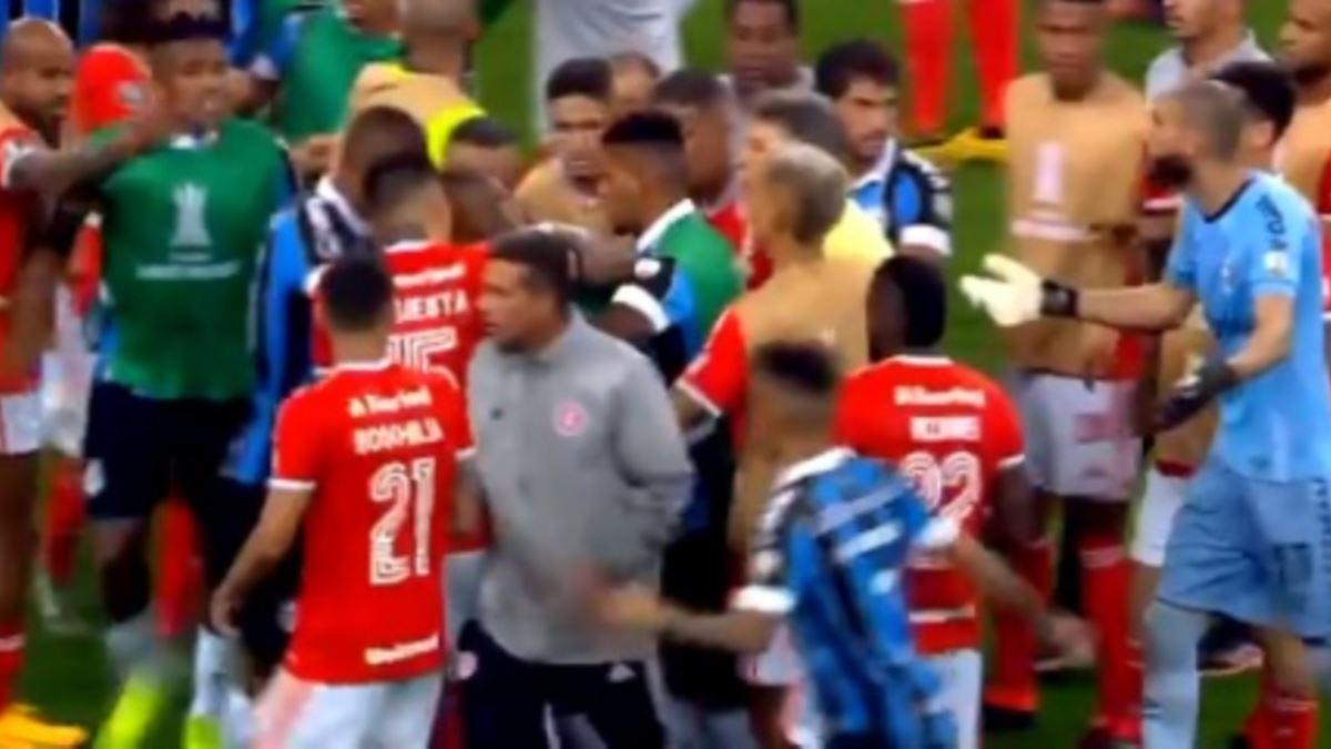 """Video: """"Hate Derby"""" en Brasil termina con la expulsión de 8 ..."""